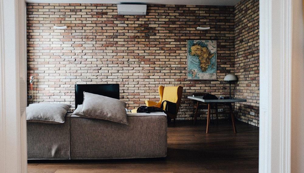 briques de parement dans le salon